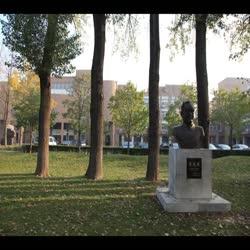 李连捷先生铜像