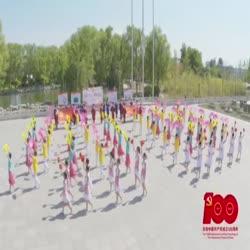 我校教职工园丁方阵中国社区中老年红色祖居感恩党艺术表演
